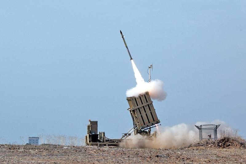 اسرائيل تقصف مواقع للجيش السوري رداً على اختراق طائرة بدون طيار الاجواء الاسرائيلية