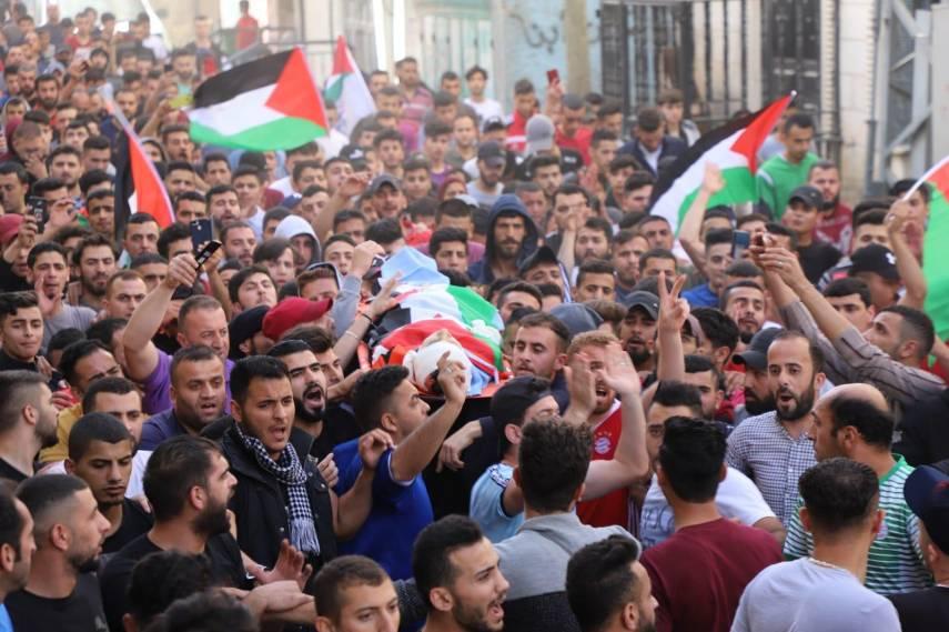 بالصور .. استشهاد طفل و5 إصابات بمواجهات عنيفة مع الاحتلال بالخليل