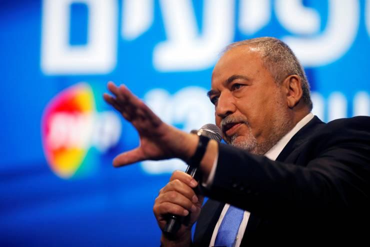 ليبرمان يتهم دولة مسلمة بمحاولة اختراق أنظمة حزبه