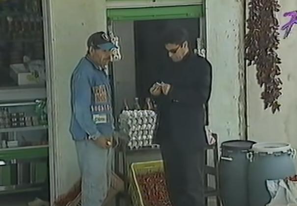 """كاميرا خفية تونسية : الدجاج يبيض """" فلوس"""""""