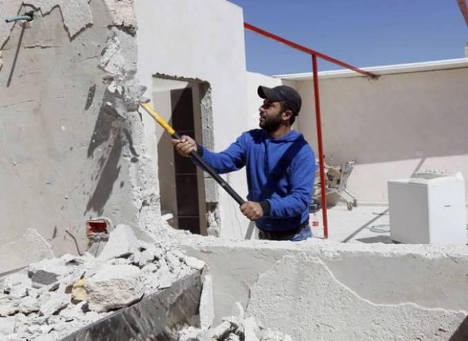 الاحتلال يُجبر  فلسطينيا على هدم منزله في جبل المكبر