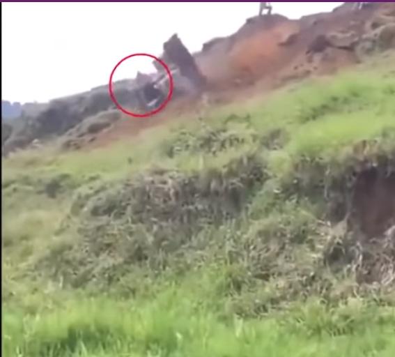بالفيديو  ..  عندما يبتسم الحظ في أحلك اللحظات  ..  سائق يقفز من مركبة بالوقت الذي كان يهدده موت محقق