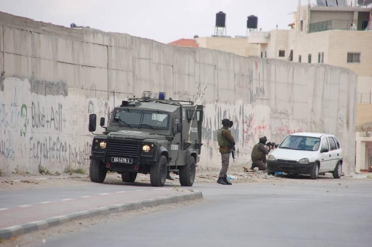 12 إصابة بمواجهات أبو ديس