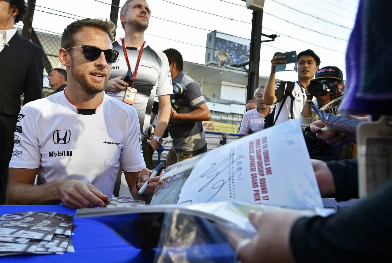 جنسون باتون بطل العالم للفورمولا1  ..  بطل اليابان للسوبر جي تي