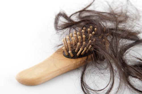 تفسير رؤية تساقط الشعر في المنام لابن سيرين