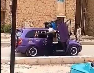 """بالفيديو  ..  فصل طالبة ثانوية بعد """"فعل فاضح"""" أمام مدرستها في مصر"""