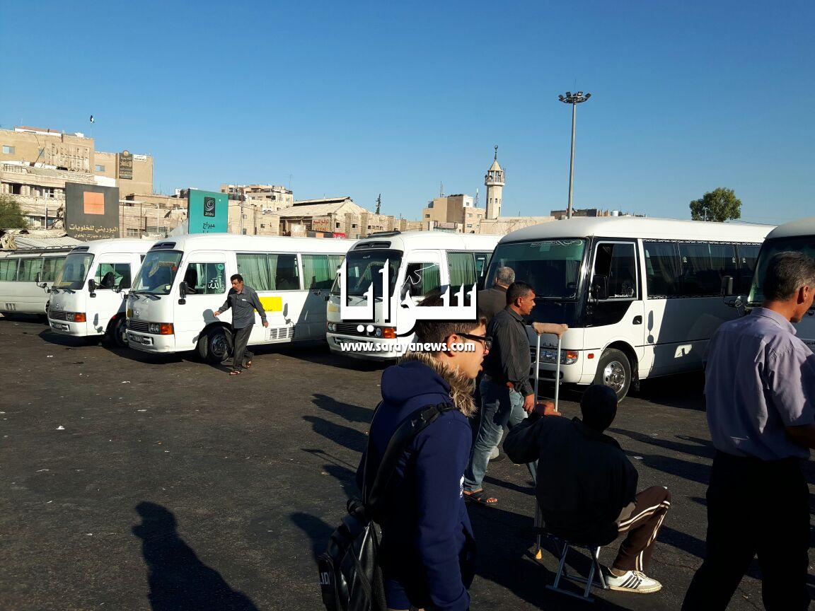 بالصور ..  إضراب حافلات النقل في الزرقاء بسبب الأتاوات والأمن العام يعد بملاحقتهم