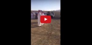 بالفيديو .. الهدية التي تلقاها سعودي عقب تدمير قذيفة حوثية لسيارته !