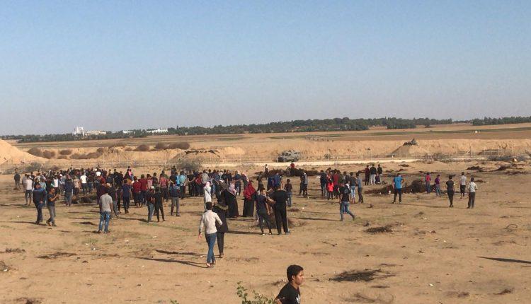 إصابة 32 فلسطينيا جراء قمع الاحتلال لمسيرات العودة شرق غزة