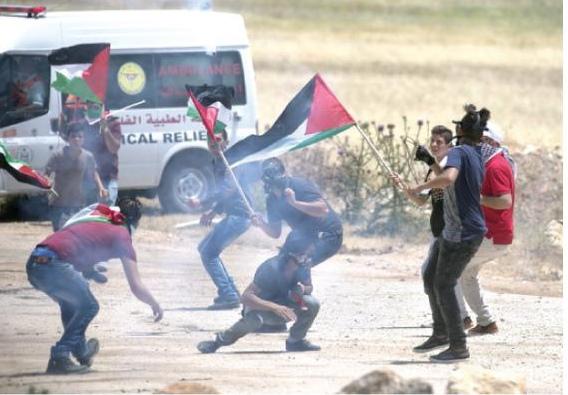 بالصور  ..  فلسطين تنتفض ..  مواجهات عنيفة بين قوات الاحتلال الاسرائيلي و الفلسطينيين في مُدن الضفة الغربية