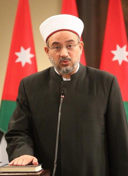 """وزير الاوقاف يحل مشكلة حجاج اردنيين عبر قروب سرايا تقطعت بهم السبل  .. """" تفاصيل"""""""