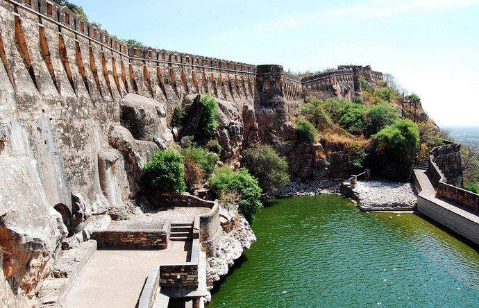 شاهد بالصور ..  قلعة شيتوره ..  أكبر القلاع الهندية