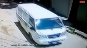 بالفيديو ... نجاة طفل صيني من الموت بعدما مرت سيارة فوقه