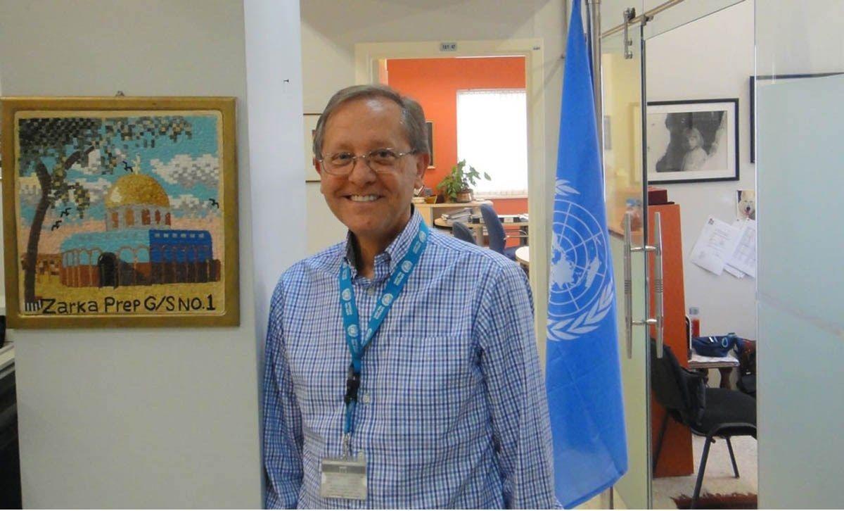 روجر ديفيس يكشف أهمية العمل التطوعي للاجئين والمحتاجين