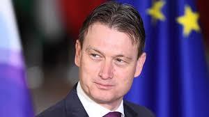 وزير هولندي يستقيل بعد إقراره بكذبة قبل عامين