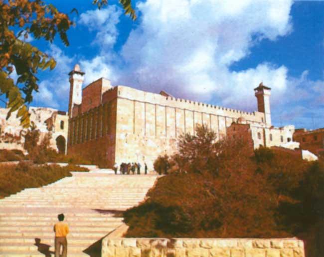 منع رفع الآذان في الحرم الإبراهيمي 44 وقتا الشهر الماضي