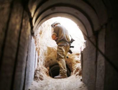"""بالفيديو تفجير """"النفق الأكبر"""" الذي اكتشفته اسرائيل على الحدود مع غزة"""