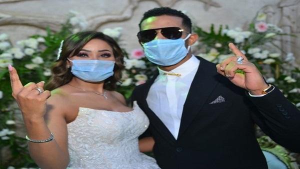 """بالكمامات ..  محمد رمضان يحتفل بحفل زفاف شقيقته """"صور"""""""