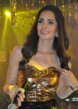 بالصور: فستان أمال ماهر ليلة رأس السنة يثير سخرية الجمهور