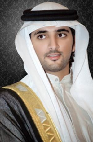 """ولي عهد دبي ينشر صور """"البنت"""" التي سحرته"""