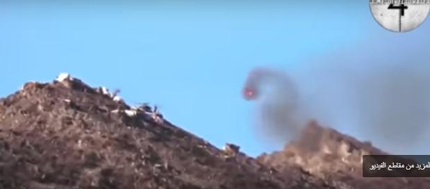 بالفيديو ..  مسلحون أكراد يطلقون النار على مروحية عسكرية تركية