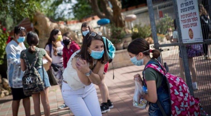 """الاحتلال الإسرائيلي يتحرر من """"الكمامات"""" في الاماكن الخارجية بعد تطعيم 53% من السكان بلقاح كورونا"""