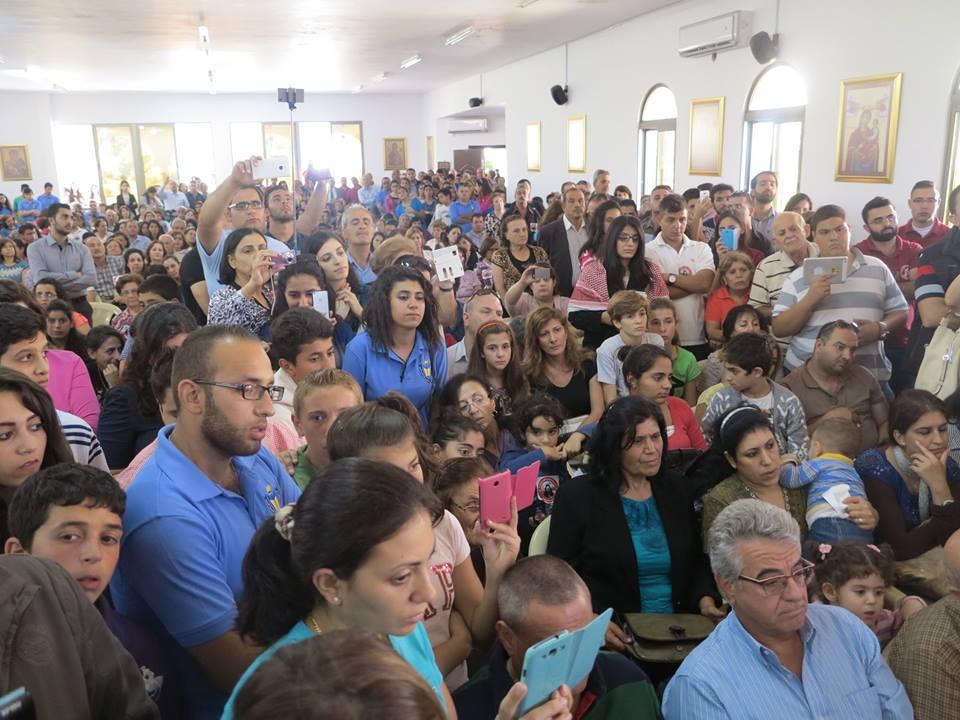 كلنا خريستوفوروس  ..  احتجاج المسيحيين على تنفيذ قرارات البطريرك ثيوفيلوس (صور)