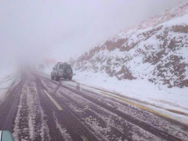 طرق مغلقة في جنوب المملكة بسبب تراكم الثلوج ..تحديث