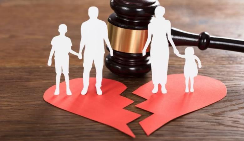 حكم طلب الزوجة الاولى الطلاق لان زوجها تزوج ثانية
