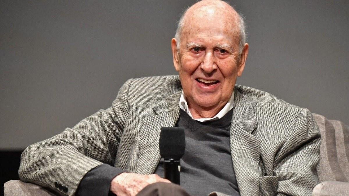 وفاة رائد الكوميديا الأمريكية كارل راينر عن 98 عامًا
