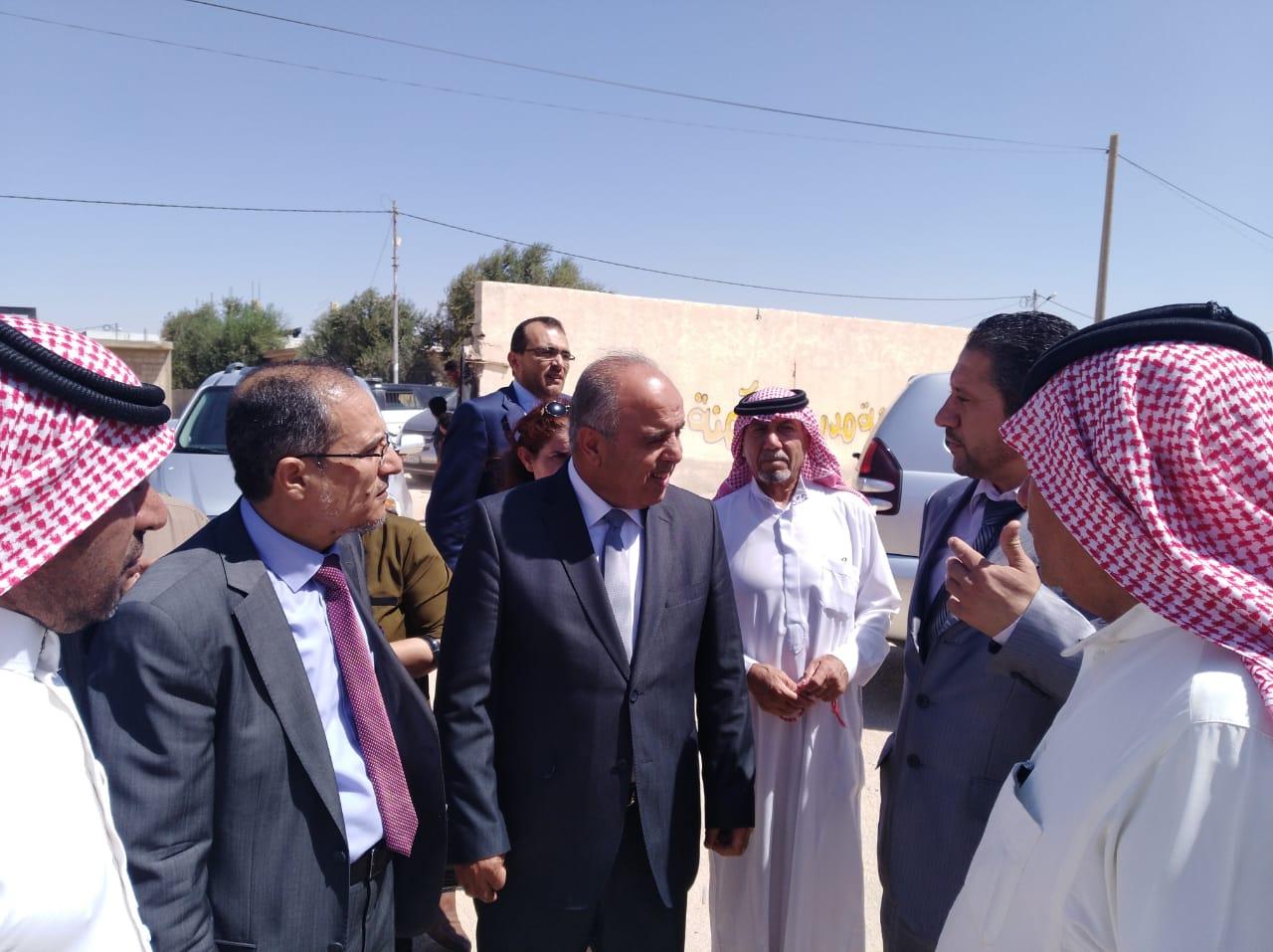 محافظة يتفقد عددا من مدارس الباديه الشمالية الغربية والشرقية