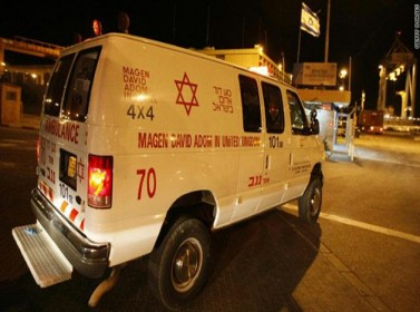 تل أبيب: إلقاء فلسطيني مصاب بالشارع حتى وفاته