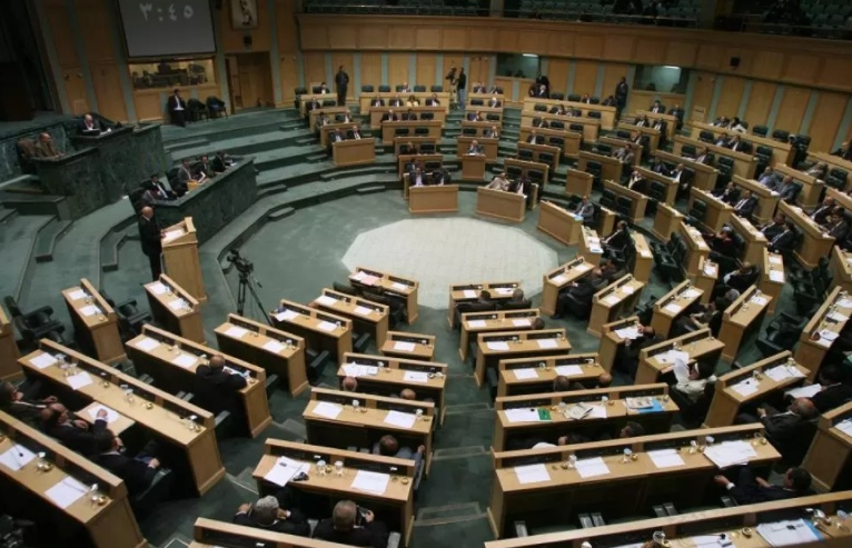 """اتفاق نيابي حكومي على عدم الاستغناء عن أي عامل بـ """"سكة حديد العقبة"""""""