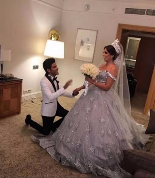 الفنانة إسراء عبد الفتاح تُحرج والدتها أمام معازيم حفل زفافها