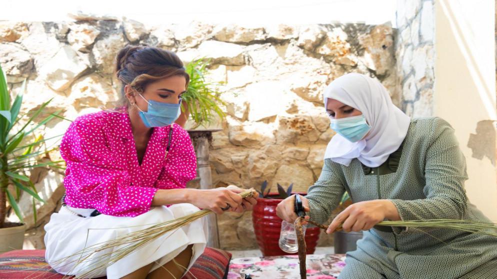 الملكة رانيا والاميرة ايمان تزوران بيتي البركة والورد للسياحة المستدامة