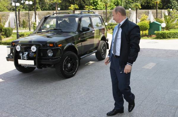 بالصور: ما السيارات التي قادها الرئيس الروسي بوتين