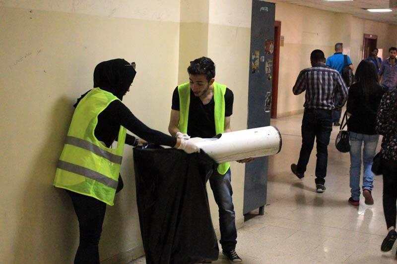 """""""هندسة الهاشمية"""" تحتفي بيوم العمال بفعالية تطوعية للطلبة لتنظيف مرافق الكلية"""