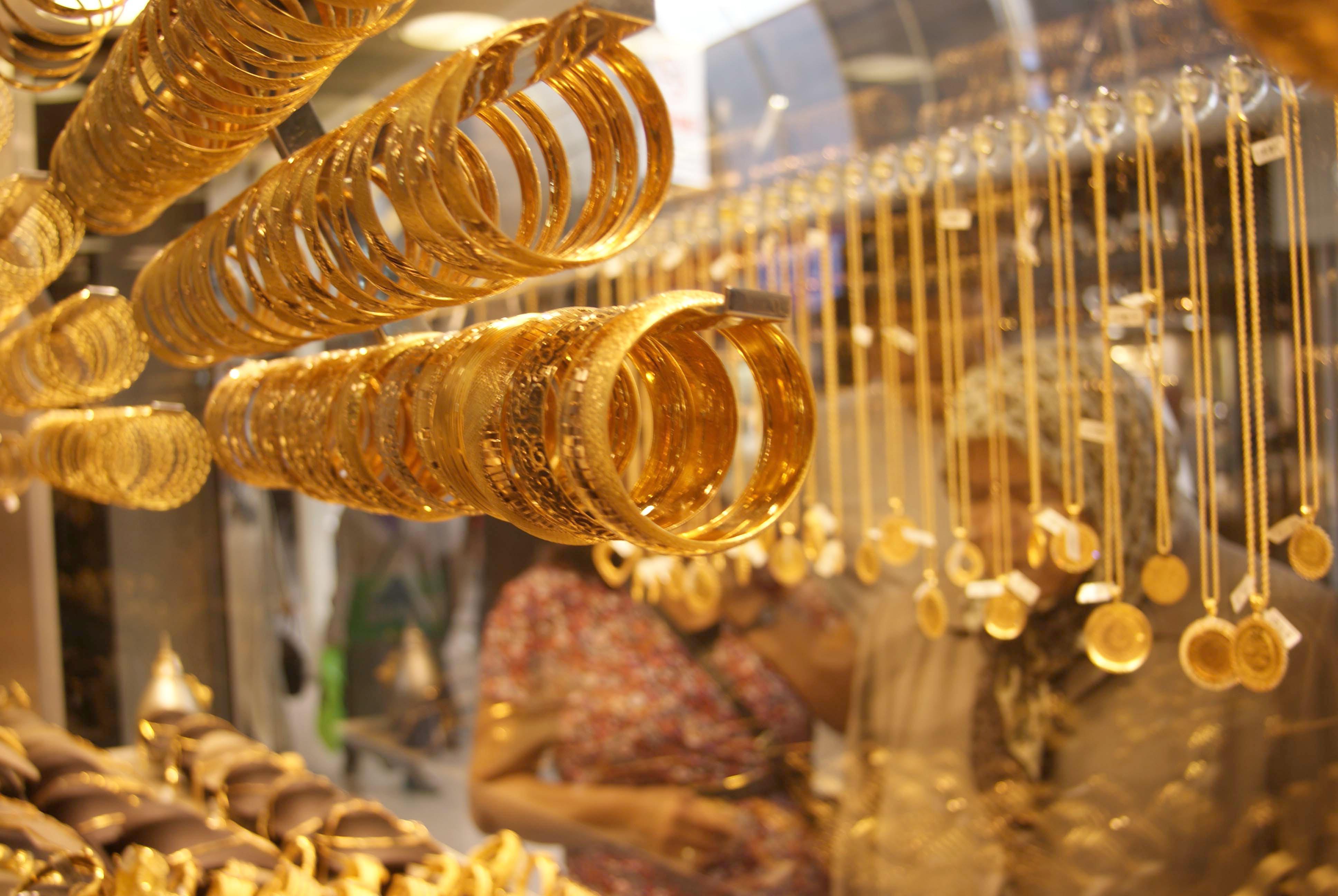 الذهب في أعلى مستوى خلال أسبوع