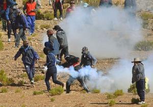 عمال مناجم في بوليفيا يقتلون نائب وزير الداخلية