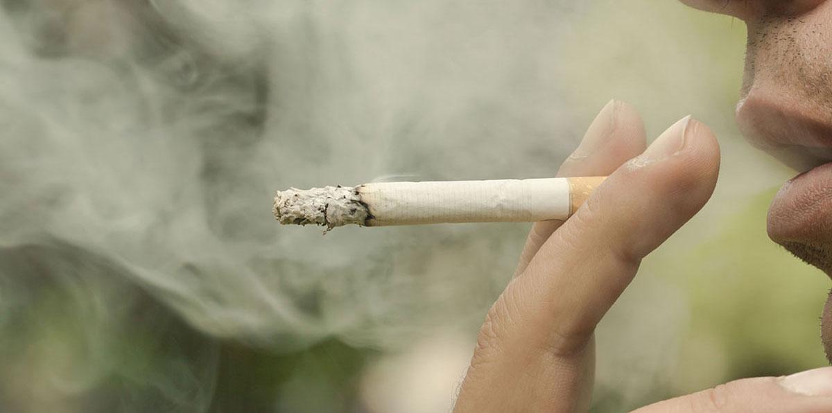 شاب يقتل أباه طعنًا بسكين من أجل سيجارة في تونس