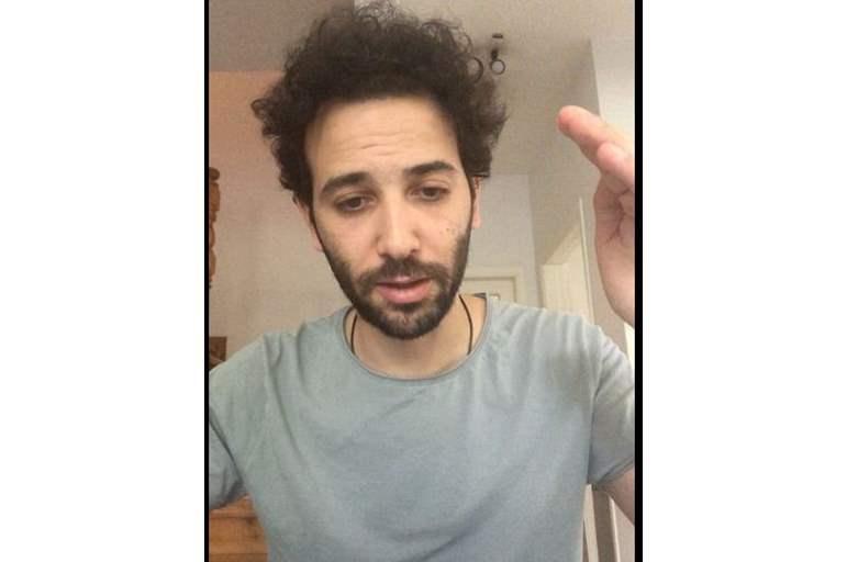 "بالفيديو  ..  فنان مصري شاب يكشف عن تفاصيل وصيته بعد تدهور صحته عقب إصابته بـ""كورونا"""