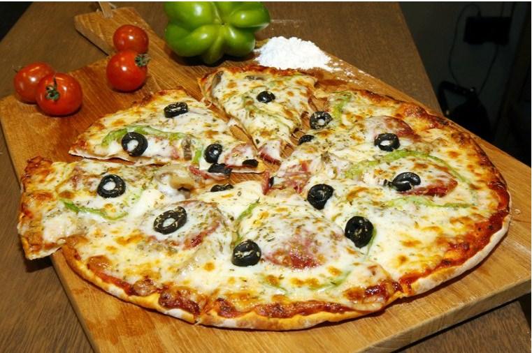 بيتزا الببروني على الطريقة اللبنانية