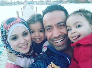 سامح حسين يعلّم ابنته الصلاة وبماذا استبدلت الحجاب؟-بالصورة