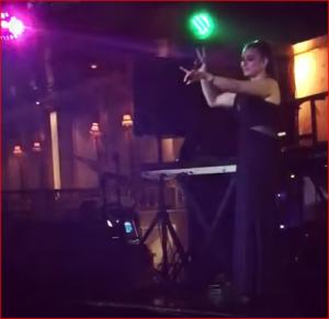 بالفيديو.. فرح يوسف تثير الجدل برقصها على المسرح.. وتشعل الإنترنت!