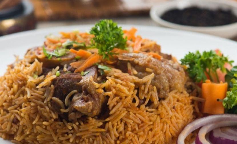 """طريقة عمل """"الأرز البخاري"""" باللحم"""