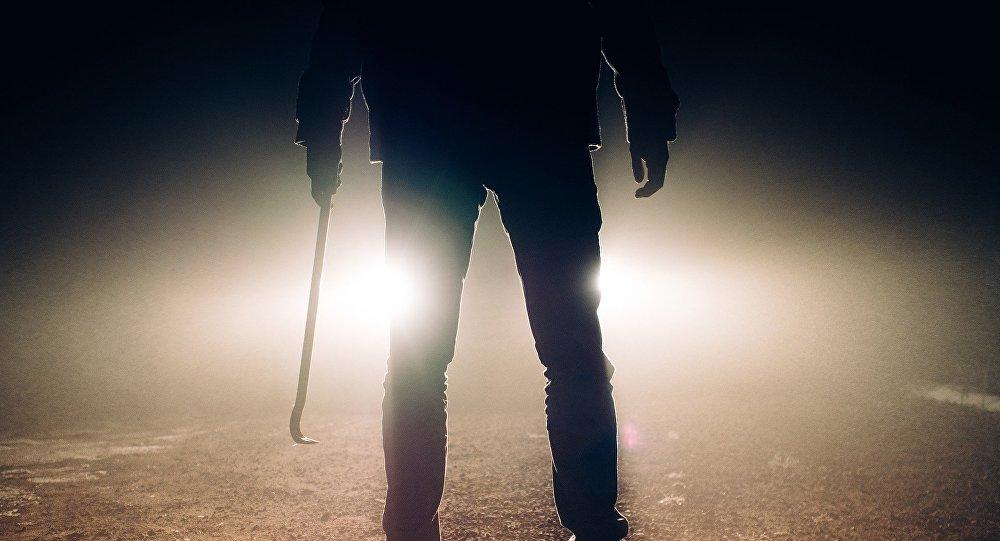 مدمن مخدرات يقتل أمه و يقطعها و يخفي جثتها على طريقة الأفلام السينمائية