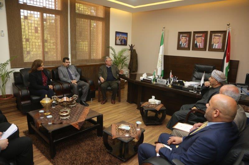 الملحق العماني يلتقي طلبة بلادهم في جامعة البترا