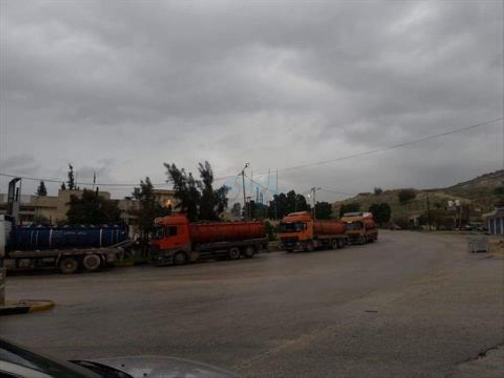 أصحاب صهاريج المياه العادمة يحتجون من سوء طريق محطة تنقية الشونة