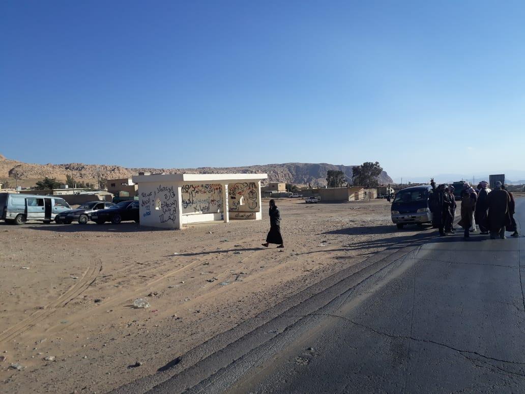 العقبة :ابناء دبة حانوت يمهلون المسؤولين مدة ساعة لاعادة التيار الكهربائي