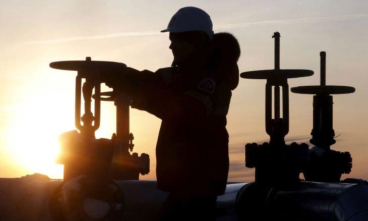 النفط يتراجع في ظل مخاوف من موجة ثانية من فيروس كورونا وارتفاع مخزونات أمريكا
